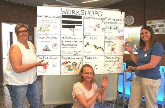 Drei Mitarbeiterinnen gestalteten das Programm des Firmenjubiläums.